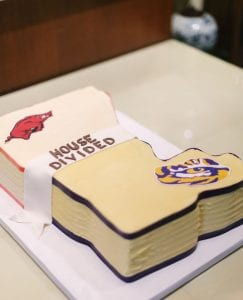 A groom's cake depicting a house divided against LSU and Arkansas